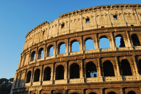 spqr: Coliseo, una impactante imagen del Coliseo de Roma en la madrugada