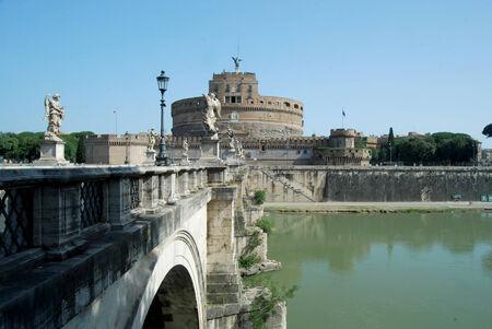 tiber: Puentes sobre el r�o T�ber en Roma - Italia Foto de archivo