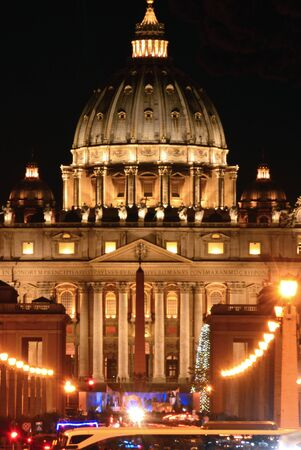 st  peter's basilica pope: Night view of St. Peters Basilica in Vatican City - Rome - Italy Stock Photo