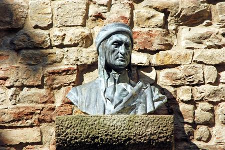 dante alighieri: Bust of Dante Alighieri in an small alley in Florence Stock Photo