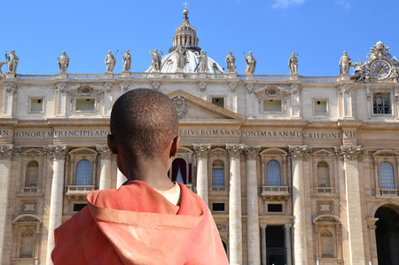 african solidarity: And here that the Pope lives? Image of an immigrant child who looks at the Vatican Editorial