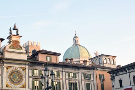reloj de sol: A view of Square of the Lodge at sunset - Brescia - Lombardy