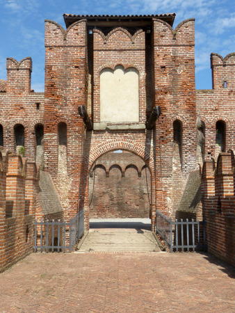 14 August 2017-The Medieval Castle-Soncino-Cremona-Italy-Exterior of a perfectly preserved Medieval Castle, tourist attraction of the village of Soncino in the province of Cremona, Lombardy, Italy 62 Redakční