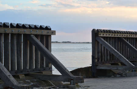 Breakwater made of wooden beams Stok Fotoğraf - 92297081