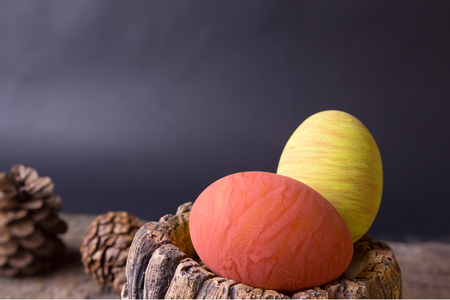 cowering: Still life,Painted  colored eggs easter on old wood