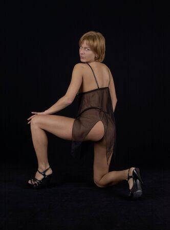 jeune femme pose en negligee en studio  Banque d'images - 2390931