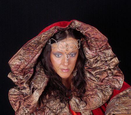 Jane (Die Regenkönigin) im Elbenmantel  Standard-Bild - 2391406