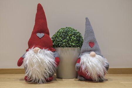 Christmas-dwarfs with a simple background Archivio Fotografico - 137255515