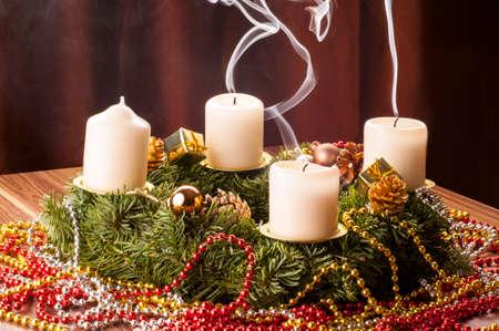 Advent+Adventskranz. Drei Adventskerzen wieder aus Stock Photo
