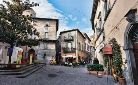 Orvieto, Umbria, Italy, narrow street with small shops  Orvieto is a city in southwestern Umbria, Italy situated on the flat summit of a large butte of volcanic tuff  Standard-Bild