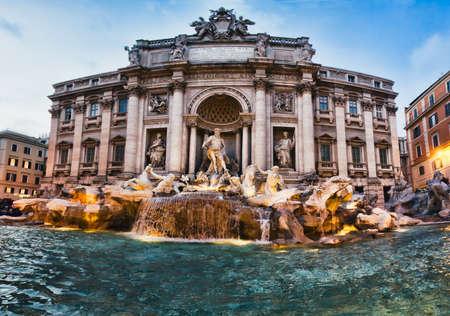 fontana: Fontana di Trevi - il pi� famoso di Roma Archivio Fotografico