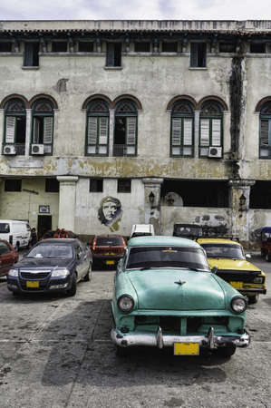 che guevara: Havana, Cuba  Street scene with old car and worn out buildings