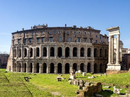 teatro antico: L'antico Teatro di Marcello 13 aC a Roma fu iniziato da Giulio Cesare, ma terminato da Augusto