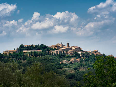 orcia: Panorama of Pienza in Tuscany, Italy
