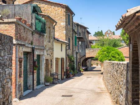 san quirico: Small streets in San Quirico dOrcia in Tuscany, Italy
