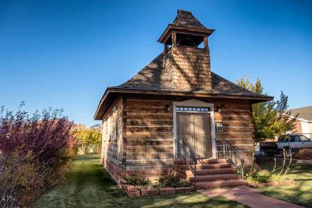 古い学校とトーリー ユタ米国の教会 写真素材