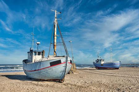Coastal fishing boats vessels at Vorupoer beach in Western Denmark Banque d'images