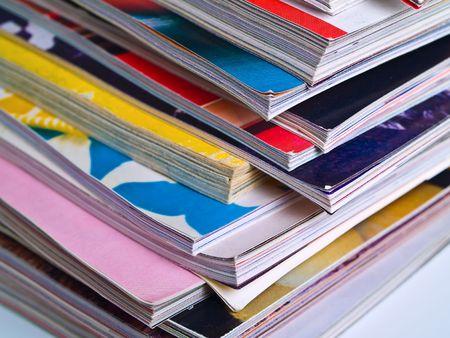 Une r�partition in�gale de la pile de magazines de remplir le cadre de haut en bas, se concentrer sur le coin de pointe