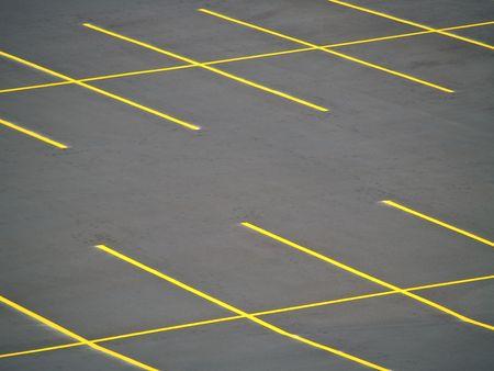 Un stationnement vide fra�chement construits et peints