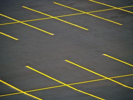 Un terrain de stationnement vide avec un look grunge