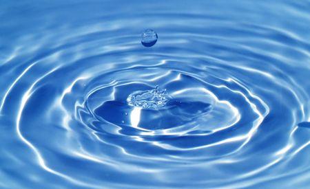 매크로 물 방울 및 잔물결