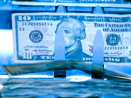 An electronic money counter processing US $10 bills Banco de Imagens