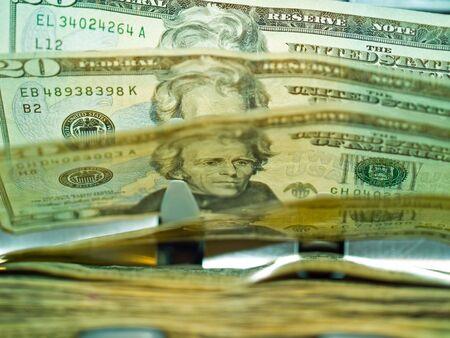 Un compteur de monnaie �lectronique, traitement des billets de 20 $ US