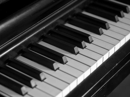 Piano toetsen van een zeer geliefd en vaak speelde piano  Stockfoto - 7574848