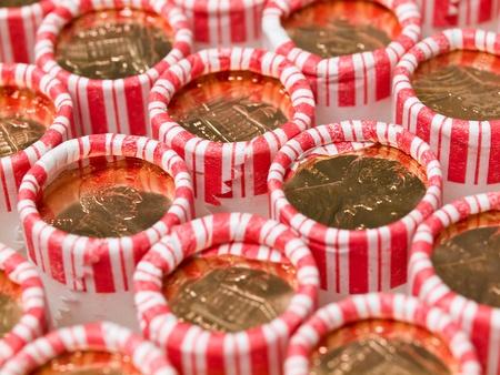 Penny Rollen aufgereiht in eine Kiste mit Münzen