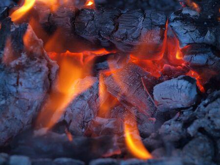 glut: Hintergrund der Flammen und gl�hend Glut in einem Lagerfeuer Lizenzfreie Bilder