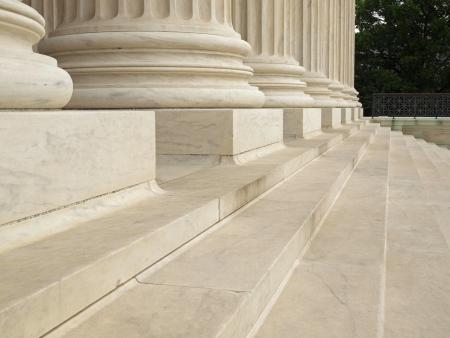 Stappen en kolommen bij de ingang van het Hooggerechtshof van de Verenigde Staten in Washington DC