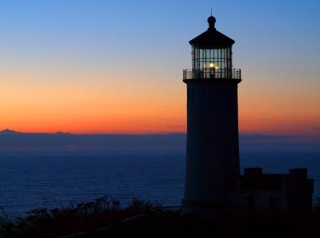 guiding light: North Head Lighthouse on the Washington Coast at Sunset Stock Photo