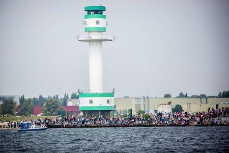 Größte Parade der Windjammer in der Welt während der Kieler Woche Standard-Bild - 58094572
