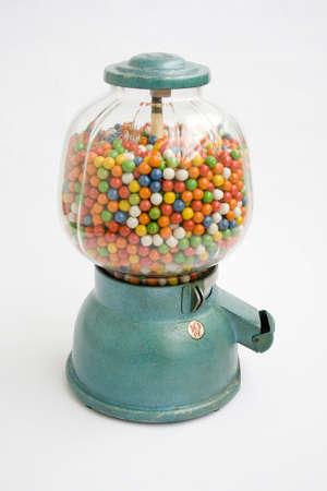-Guma do żucia: Old chewing gum vending machine about 1950