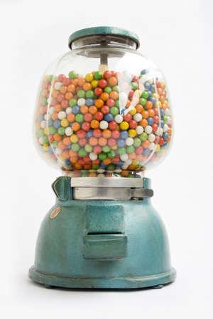 Máquina expendedora de chicles antiguo acerca de 1950