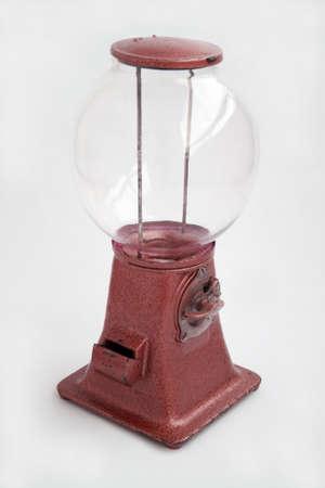 distributeur automatique: Vieux distributrice de gomme � m�cher � 1930