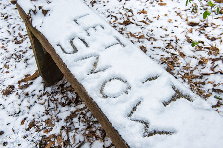 'Let it Snow' lyric/christmas message written in snow on a bench Stock Photo - 97036787