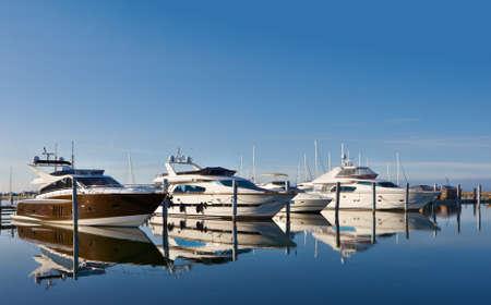 Motor jachten in marina Stockfoto