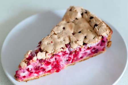 Redcurrant meringue tart photo