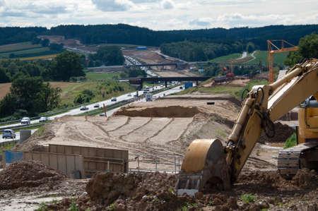 하부 구조: 고속도로 건설