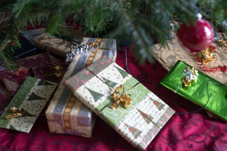 beautifully wrapped: Under the Christmas tree - beautifully wrapped presents