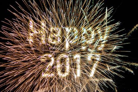 nouvel an: Happy New Year 2017 cierges magiques colorés.