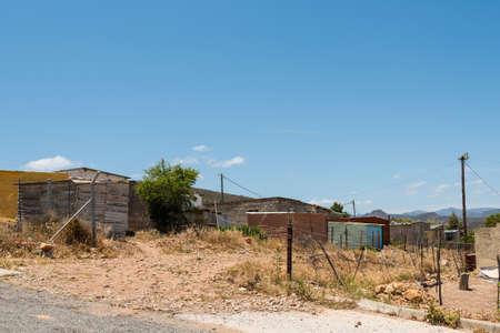 Blick auf eine typische Township in Südafrika Standard-Bild - 67856021