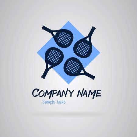 Logo padel avec quatre raquettes sur un fond bleu.