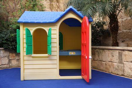 vida de casa de juguete de plástico tamaño para niños  Foto de archivo