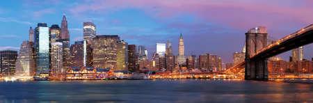 NY - Manhattan sur la rivière tôt le matin
