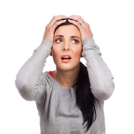 保持している不幸な若い女性の肖像画手の頭に - 白い背景で隔離