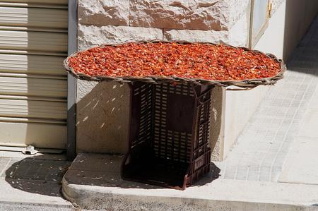 sundried: sun-dried tomatoes