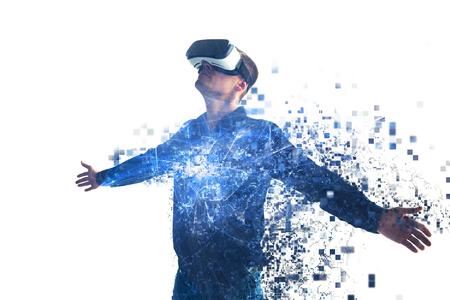 Una persona en gafas virtuales vuela a píxeles. El hombre con gafas de realidad virtual. Concepto de tecnología futura. Tecnología de imagen moderna.