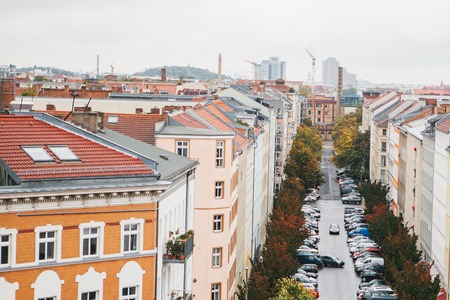 View from high point to the street with buildings, road and parked cars on it in Berlin in Germany. Stok Fotoğraf - 95008812